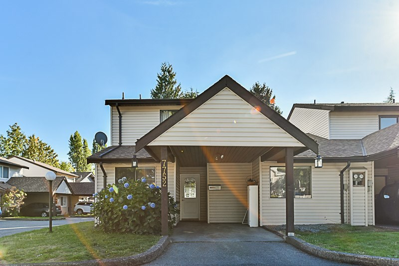 3 bedroom end unit townhome in desirable north Delta area. Family room on main floor and large south facing fully fenced yard. Conveniently located close to everything. Family and pet friendly complex. Call today!