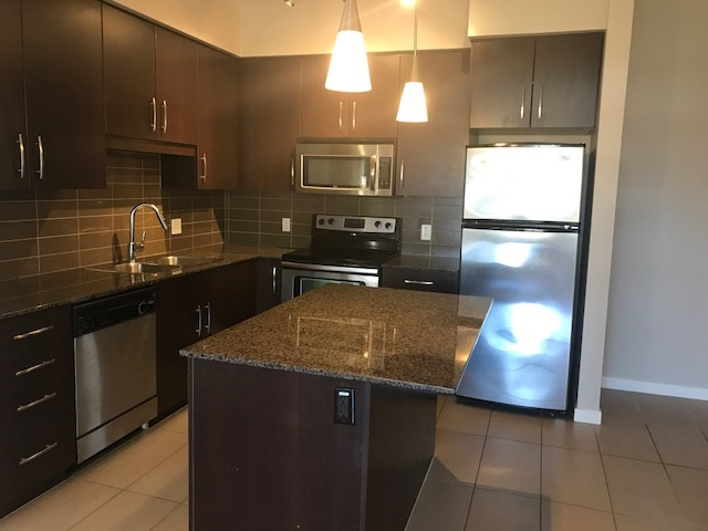 2 bedroom + 2 full bathrooms on 4th floor, corner unit with NEW view and city & mountain view. Only 8 year old building, open kitchen, rentable, very bright unit, new paint, big balcony. In-suite laundry, 1 parking, 1 locker, walk to all kind of shopping, walk to bus stop. call for showing
