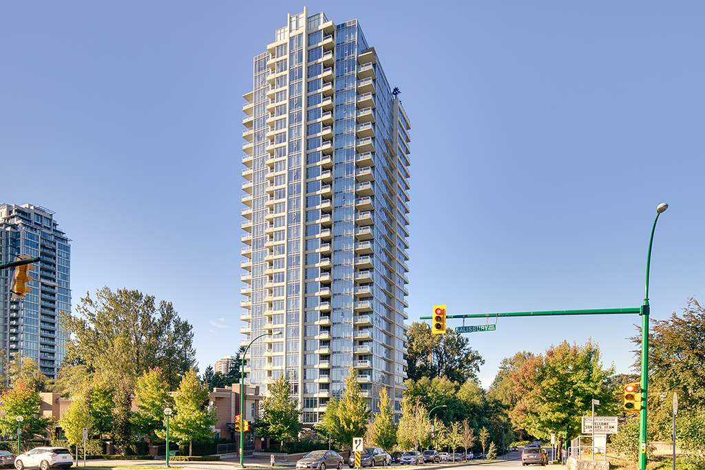 UNOBSTRUCTED PANORAMIC CITY & PARK VIEW! Open layout spacious 2 bdrm 2 bath in Reflections. Gourmet kitchen w/gas stove, shaker white cabinets, S/S appliances & quartz counters. The master is a generous size w/walk in closet & 4 piece ensuite, both bdrms & LVRM offer floor to ceiling windows to take advantage of the amazing views. Built by Ledingham McAllister in 2012, boasting many amenties such as 2 elevators, a large well equipped gym, meeting room, rec centre & guest suite. Within walking distance to skytrain, schools, centrally located close to shopping, parks & restaurants. Rental allowed! Open House OCT 14&15 SAT&SUN 14:00-16:00.