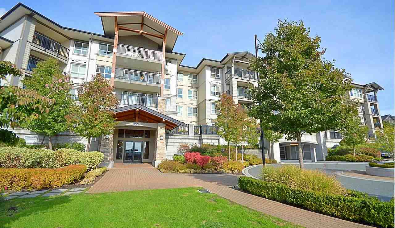 Welcome to Bridges in beautiful Dayanee Springs. This 2 bed, 2 bath features an open concept layout w/granite countertops, S/S appliances, breakfast bar and lots of bright natural light. Enjoy off the large deck/living area and bedrooms, unobstructed Southern views of the City, Town Centre and Mountains. Centrally located, you are steps away from Town Centre, Douglas Collage, shopping, restaurants and transit including the Skytrain. Enjoy membership to the Timbers Club, a private residents-only clubhouse featuring over 7500 SF of resort-style amenities that include a pool, gym, hot tub, sauna, table tennis, games room & family area for holding special gatherings or functions.