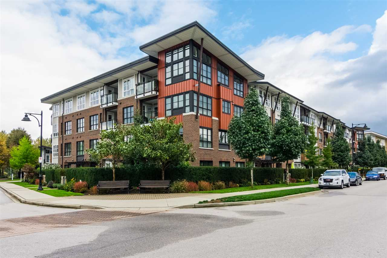 Welcome to Waterfront at Bedford Landing! This is a GREAT CONDO in a GREAT LOCATION! First off, this 2 BEDROOM 2 BATHROOM home in a 45+ Adult Living Condo is a Spacious 913 sqft and with Patio. Secondly, it boosts a High end finishing's and S/S appliances, HEATED BATHROOM FLOOR, GAS STOVE, Murphy Bed in guest room, 2 car parking, storage and MANY MORE. Thirdly, This GREAT complex is in the center of FORT LANGLEY and close to shopping and recreation. What else could you ask for?!?! Great place for downsizers and professionals. Come see it for yourself!