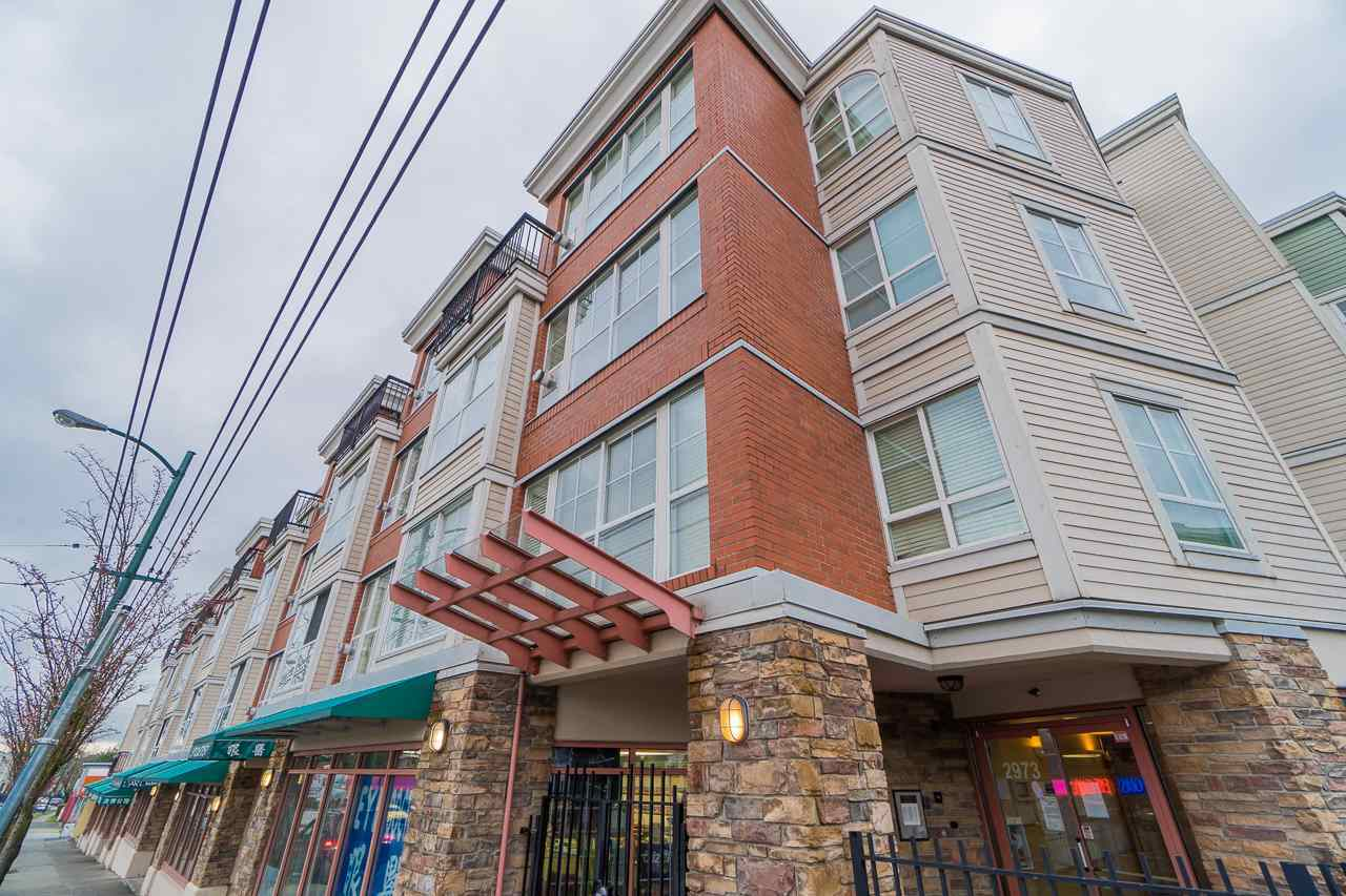 One bedroom with a view and a huge balcony. Gas fireplace, open kitchen, in suite laundry, one parking and one locker. Superb location. Conveniently located near all amenities and transportation.