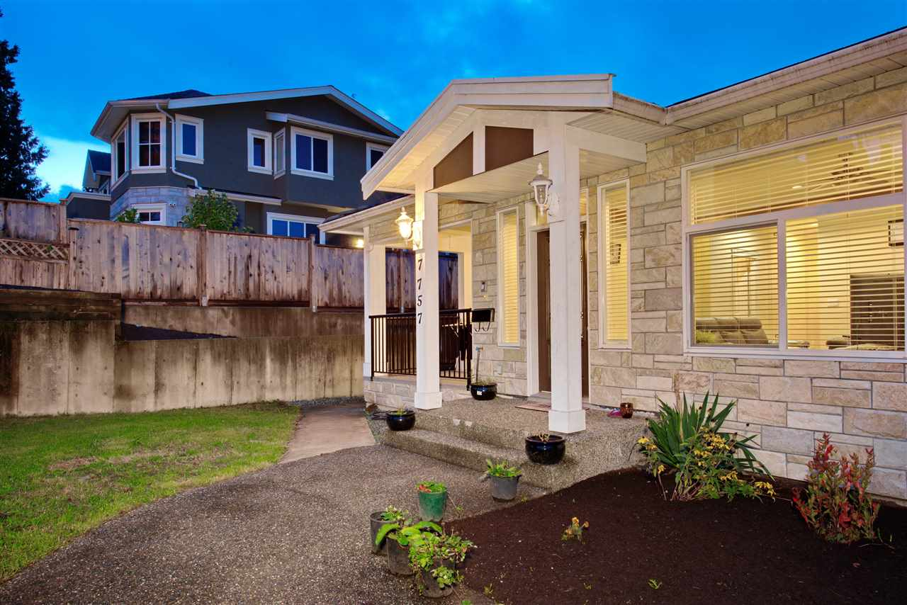 Massive 1/2 duplex centrally located in Burnaby Lake area. This large home boasts a total of 2364 SF of interior space for your growing family, a tranquil, fenced in backyard for all the activities. More details to come. Don't miss this opportunity! Call today for your personal viewing today.