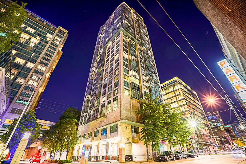 ATTENTION INVESTORS & FIRST TIME HOME BUYERS! Welcome to this 1 BEDROOM PLUS DEN at CONFERENCE PLAZA in downtown Vancouver! Enjoy high ceilings in this bright open concept 1 bedroom, 1 bath plus den home! Kitchen includes stainless steel appliances, beautiful cabinetry & quartz countertops. Featuring laminate hardwood floors, floor to ceiling windows, in suite laundry, new fixtures, and vanities for the spa inspired bathroom. Enjoy beautiful Vancouver City views. Amenities include 24 hour concierge, and indoor pool, hot tub and sauna room, and a full exercise room. Centrally located, steps to public transit/skytrain, Waterfront, Granville Strip and Pacific Shopping Centre. Monthly rent $2250/month. Hurry this won?t last call now!