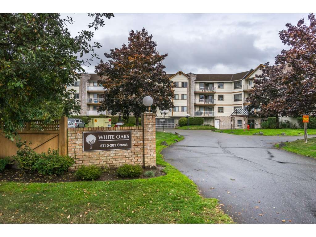 Rarely available White Oaks, Nice Quiet Bright 1 bedroom and Den unit in a 19+ building on cul-de-sac. Shopping, Transportation. Newly painted, new bathroom, carpet. Quick completion possible.