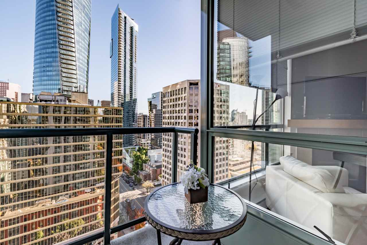 Don't miss this truly rare opportunity to own this immaculate, hardly lived studio suite in the prime location in Coal Harbor- VENUS- steps away from Robson Street, the Seawall , Harbour Green Parks . skytrain, restaurants and so much more.This studio unit overlooks the beautiful city and has a functional floorplan featuring 9 foot ceilings, floor-to-ceiling windows, open kitchen, gas stove/fireplace, laminate flooring and insuite laundry. World class amenities includes 24-hour concierge, exercise center, swimming pool, ballroom, party room, theater, guest suites and library. Hurry ! Book your private showing today..