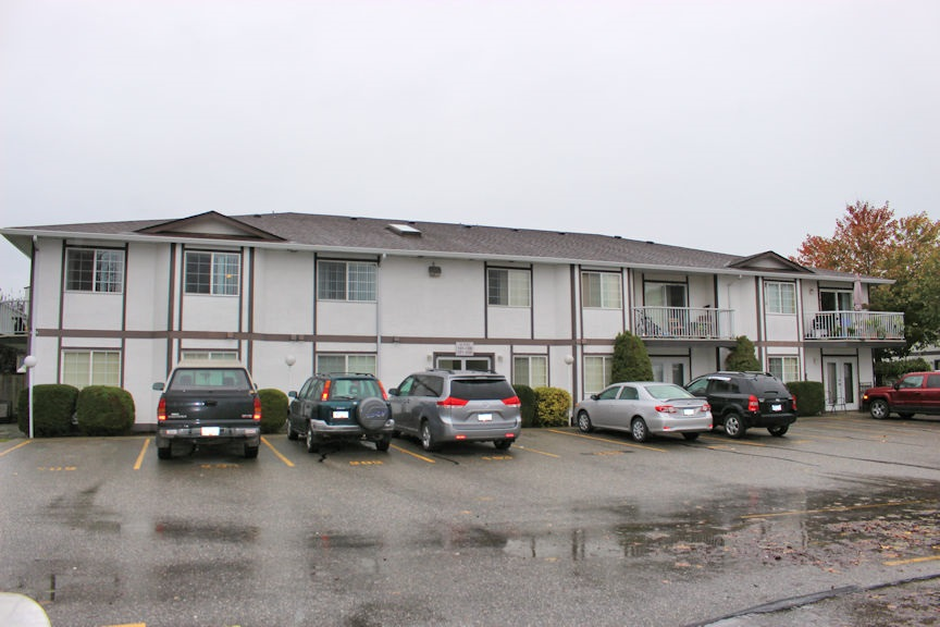 MCINTOSH VILLAGE: 1 bedroom, top floor, corner unit, located on the back, quiet side of the building. No rental restrictions. Currently tenanted to long term tenant who wishes to stay, currently paying $595 per month.