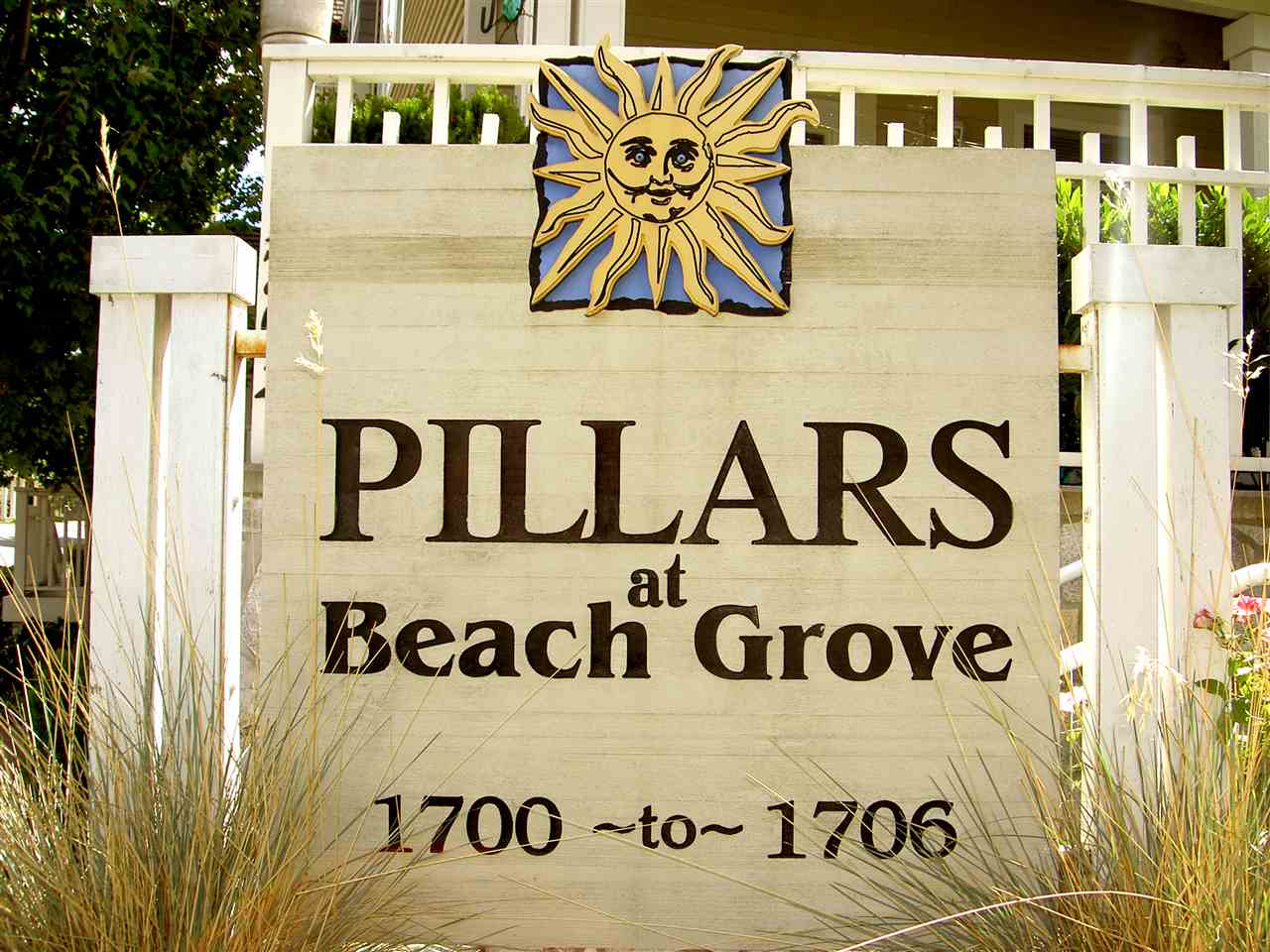 "Welcome to ""The Pillars at Beach Grove""! 2 bedroom, 2.5 bathroom townhome with laminate flooring and stainless appliances. Open concept kitchen with breakfast bar. Huge master bedroom with ensuite and soaker tub. Central location, easily walk to shopping, restaurants, community center and gym. Quick access to highway and ferries. 2 PETS allowed, NO SIZE RESTRICTION."
