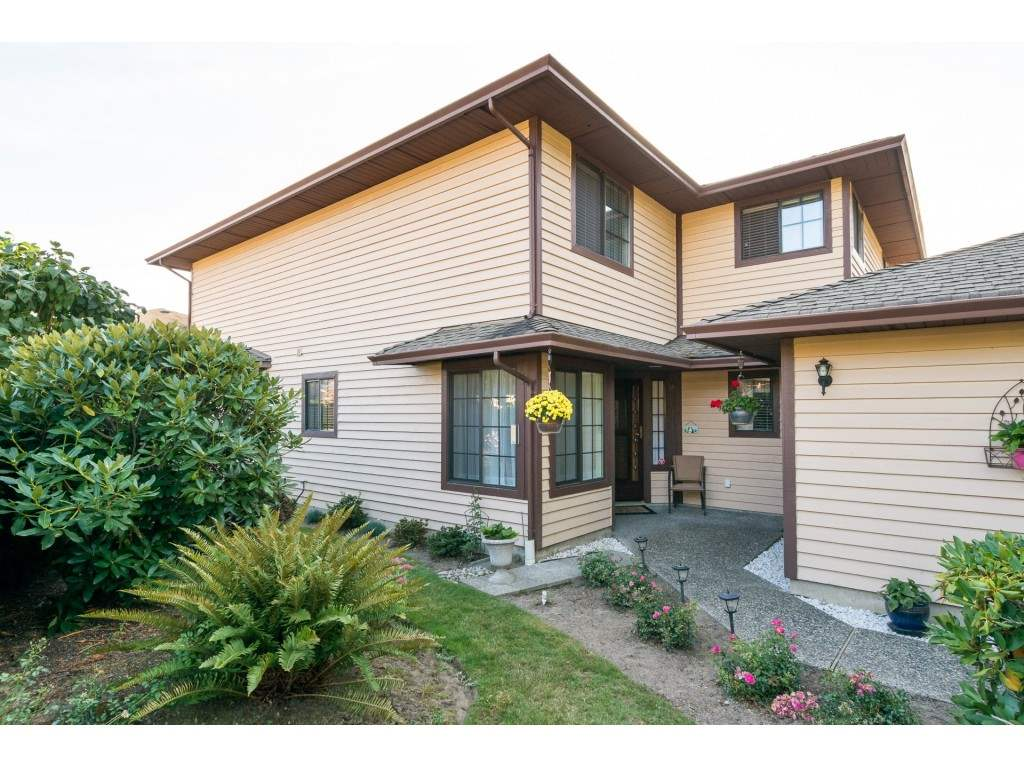 OPEN HOUSE SUN DEC 17 FROM 2:00 - 4:00 PM!  LOVE KIDS, BUT DON'T WANT TO LIVE WITH THEM?  Friendly adult(21 yrs or older) community. Double car garage and drive way! Your small pet is okay, up to 22 pounds and barbecues are allowed. Hardwood flooring, sunny solarium, high end appliances, amazing ensuite, freshly painted, crown moldings and more. This home has windows everywhere allowing for natural light to shine in. Den area is huge, makes a great office. Easy walking to all the fabulous shops, mall, restaurants, coffee shops and pubs.  Go for a stroll along the pier, have a snack at one of the awesome restaurants, take in the amazing view, enjoy the sunshine!