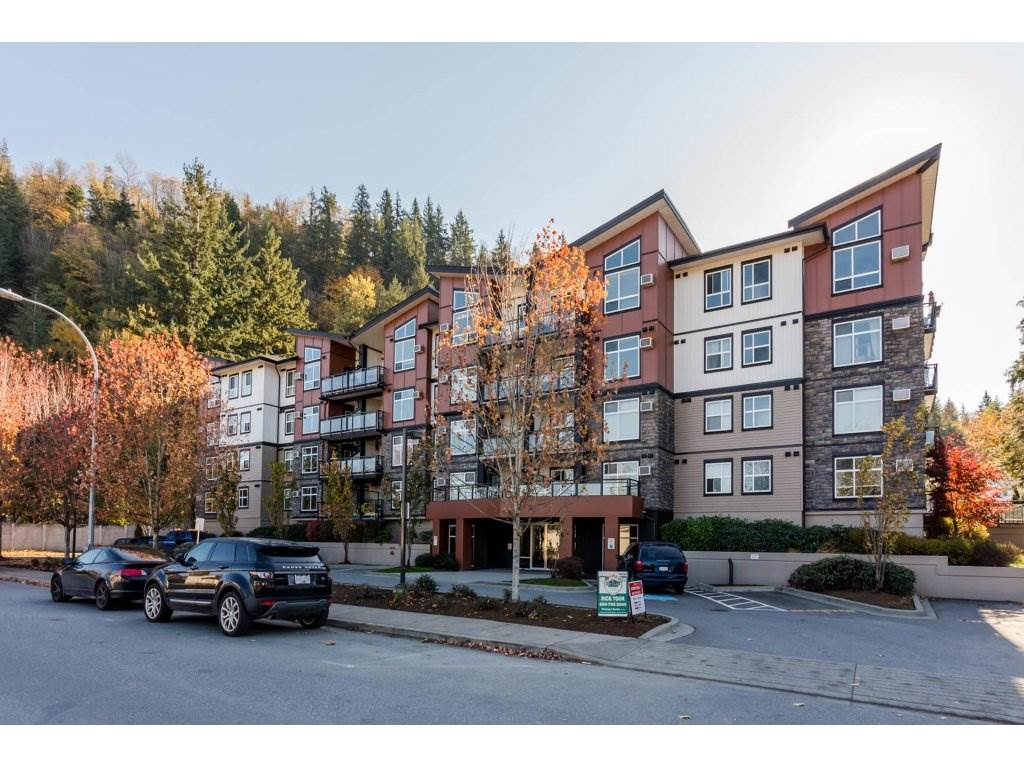 Beautiful 1 bedroom plus den condo available at Ameera Place. Unit comes with 6 appliances, carpet, laminate floors, and an eating bar with an open concept floor plan. Just a short walk away from Garrison Crossing, Vedder River, The University of Fraser Valley, and more. 816 sq. ft.