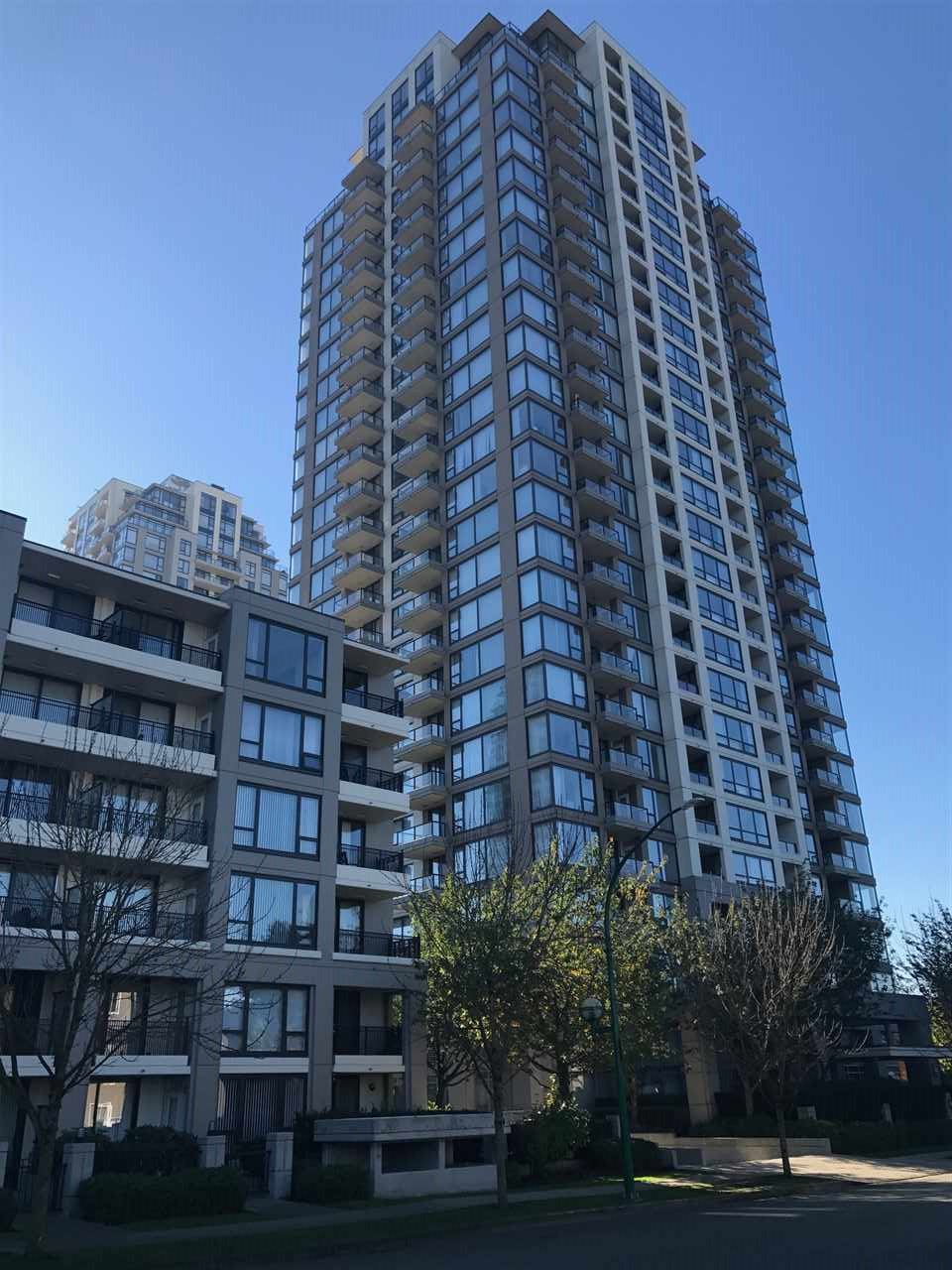Fantastic VIEW of North Shore, Downtown, Metrotown, Fraser River and more. South-west exposure, spacious 1060 sqft 2 + den corner unit. Large den could be 3rd bedroom. 2 balconies, one off master bdrm, one off kitchen. Hardwood & laminate flooring throughout. Well maintained building, low strata fee, 1 parking & 1 storage locker. Open House: Sunday Nov.19 2:00-4:00 pm