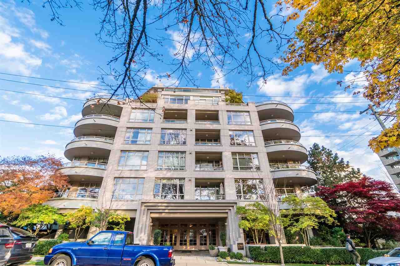 """ELM PARK PLACE located right across from Elm Park in the heart of Kerrisdale. This bright beautiful spacious 2 bedroom, 2 bath condo is located in a well maintained concrete building with a large balcony which makes you feel like you have your own private yard.  Close walking distance to shops, transit, Kerrisdale Community Centre, library and parks. GREAT School Magee Secondary,  Crofton House, Maple Grove Elementary. 2 pets allowed. Max height 16"""" and weight 25 lbs. Open House Sat  Nov 11 2:00-4:00 pm                   Sun Nov 12 2:00-4:00 pm"""