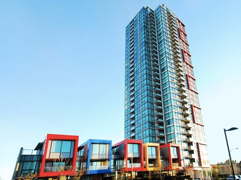 Welcome to Moda by renowned developer Polygon, This spacious 1 bedroom plus den features ss appliances, quartz counter top, and beautiful view of the mountain. steps to Metrotown mall, and mins to sky train, buses and school.