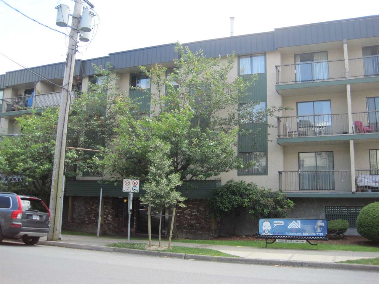 Great investment opportunity! This fully rentable 1 Bedroom unit in Applewood Court has a good, long term tenant.  Convenient location within walk to all shopping, hospital, leisure centre and parks.