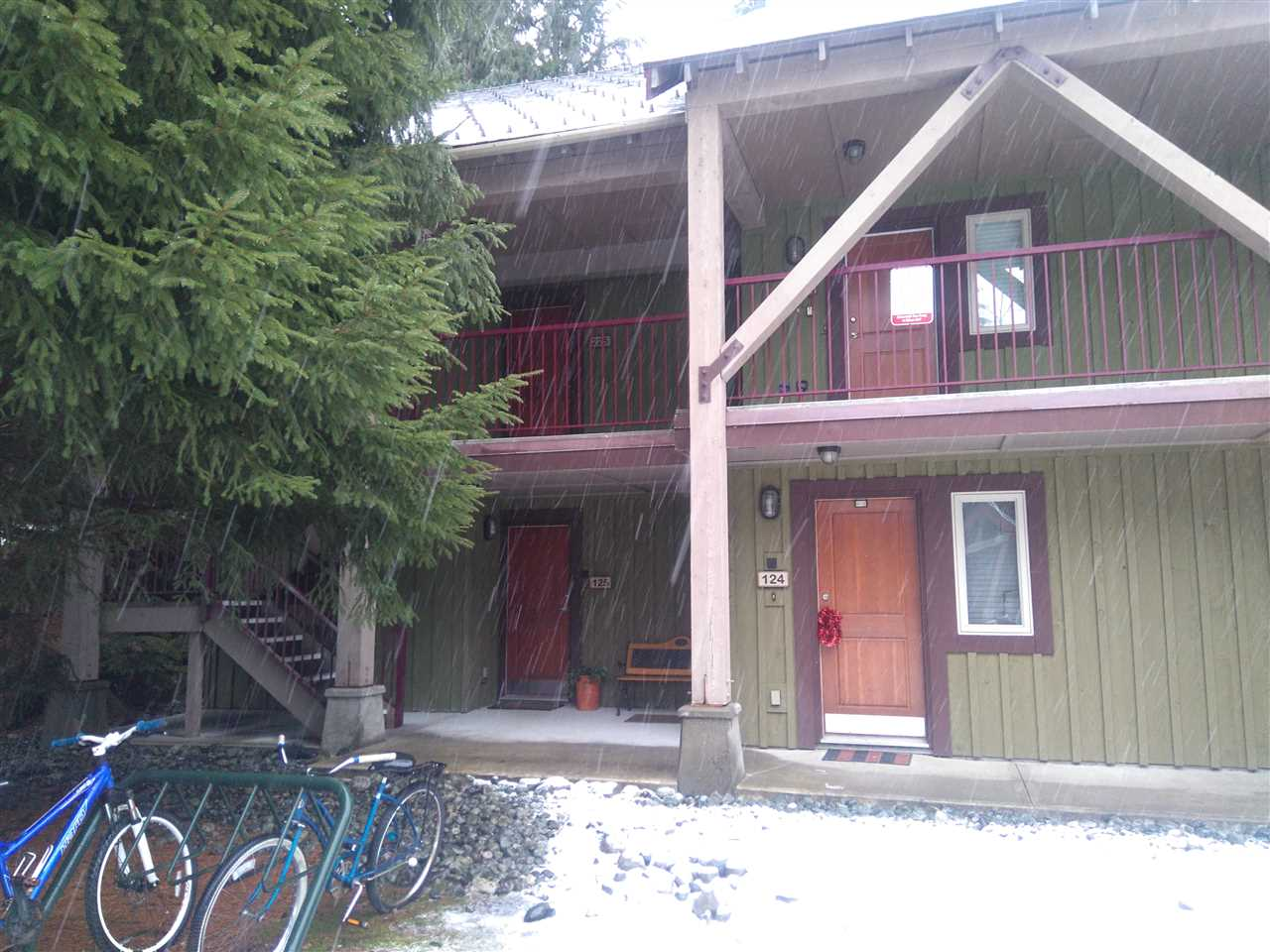 Centrally located in Alta Vista this rare 1 bedroom is a main level unit with gas fireplace and convenient parking. Minutes to the Village and Creekside services as well as Alta Lake beaches and parks.