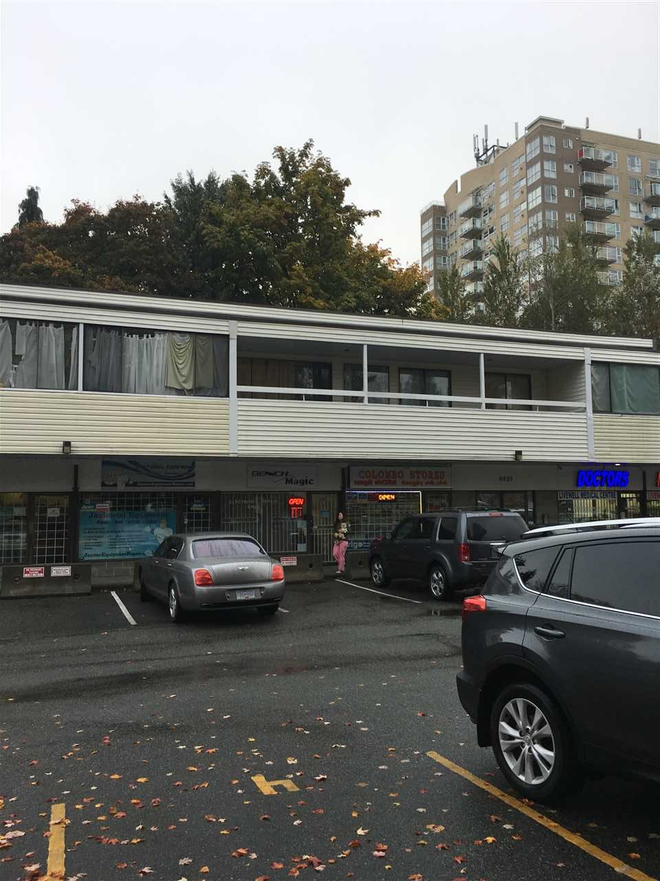 Attention Investors A one bedroom apartment with large patio and balcony, in very convenient location  bal close to transportation shopping, elementary and secondary school. Showing By appointment only. Need Some TLC.
