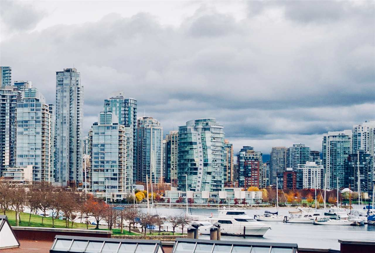 Gorgeous, unobstructed, water, marina, city & mountain views from this unique split level townhouse style condo. Ready to customize with your own decorating ideas, this home lives like a house with all rooms spacious enough to hold house sized furniture. Fantastic location to enjoy a quintessential Vancouver lifestyle. Steps to seawall and much acclaimed Granville Island's market, restaurants, shops and live performance theatres. Features include a wood burning fireplace & balcony. Kitchen and main bathroom nicely updated. Fully rainscreened building with a communal rooftop deck. Vancouver City Leasehold prepaid to 2040.