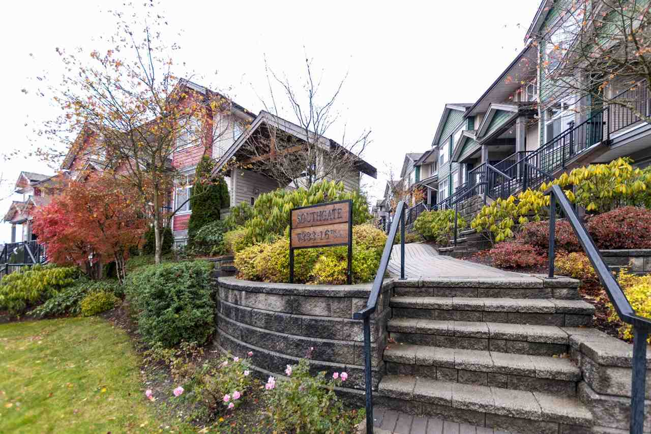 LOOK NO FURTHER! Best 2 Bed + Den T/H deal in Burnaby under 600K! Easy to convert it into 3 Bedroom as needed. Centrally located in Edmonds area. This gorgeous unit has a west facing, back patio facing the quiet side of community. Spacious, clean, move in ready 2 bdrm, 2 bath unit is complemented by functional floorplan, 9' high ceiling, laminate flooring, granite countertops, stainless steel appliances, cozy fireplace & bay window. Secured underground parking w/locker & bike room.  Walking distance to transit. Highgate Mall, Edmonds Community Centre, church, both level schools & Edmonds skytrain. Pets & Rentals allowed. Low maintenance. Quick possession possible. Easy to show.