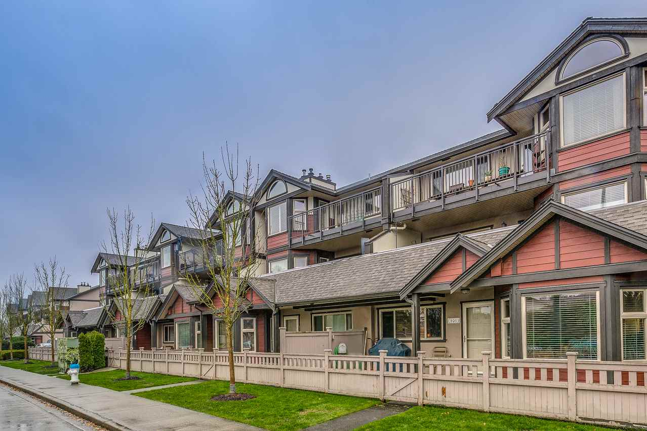 Offering a large 1 bedroom end unit with a town home feel at the ever popular Ladner Pointe. Central location, pet friendly, gorgeous hardwood floors, large kitchen and bedroom, open concept, gas fireplace heating included in strata fees, in suite laundry and storage, Parking out your backdoor. This 840 sq ft gem is waiting for you, call for an appointment easy to show. . Don't miss this gem, you will be pleasantly pleased.