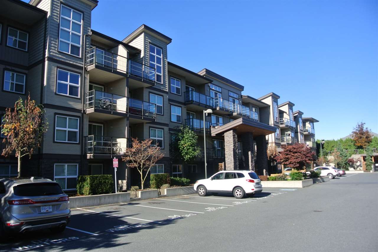 Investors & First time Buyers ! Open plan 1 bedroom at Tamarind. Walking distance to all amenities and quick access to Hwy1. Rentals allowed, pets allowed with restrictions and no age restriction.