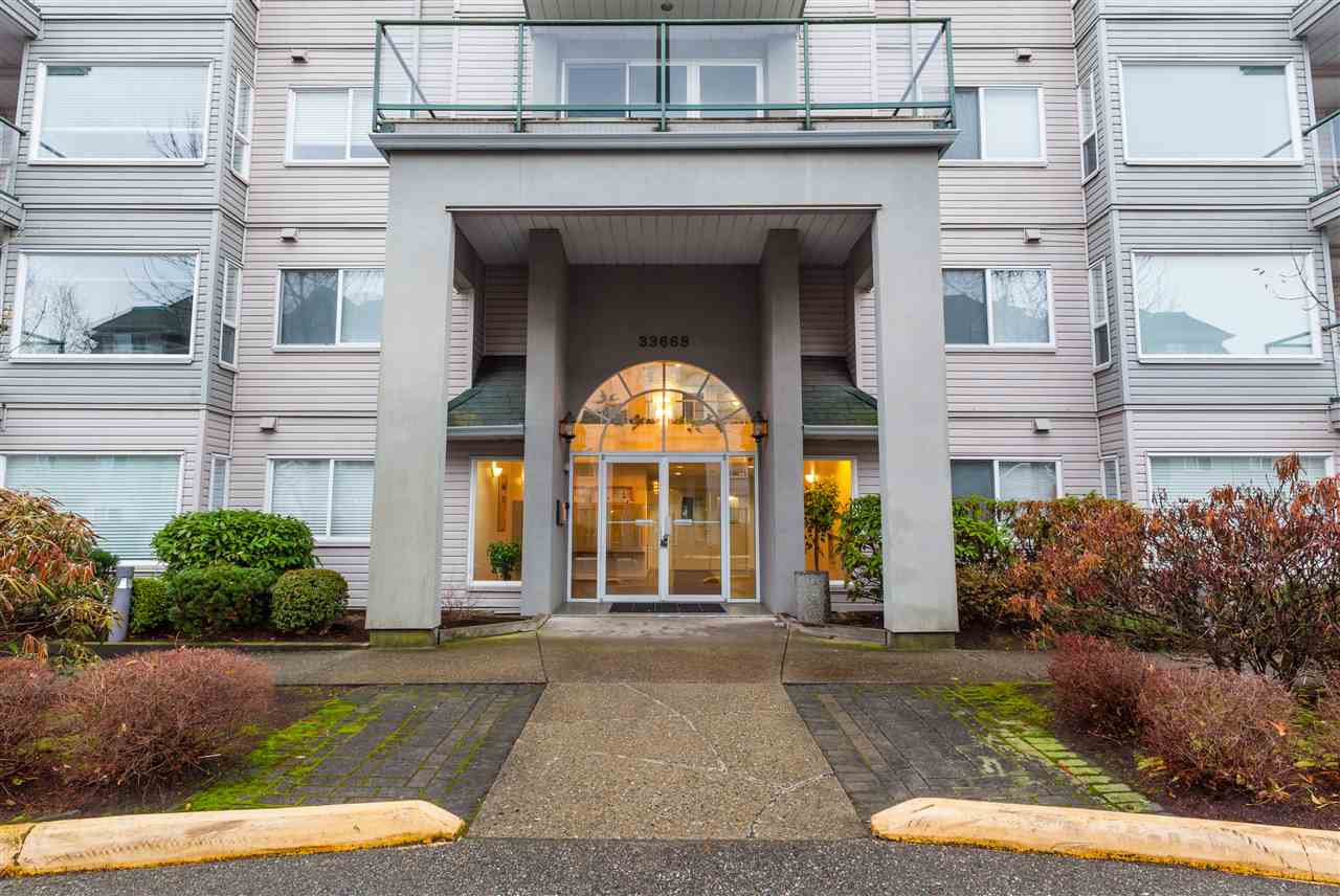 Well maintained south facing 2 bedrooms on the top floor in College Park. Very convenient location and only steps to The University of Fraser Valley, shops, Abbotsford Centre, and public transit. Easy freeway access at McCallum exit that takes you to Vancouver directly. Spacious balcony and rooms with open floor plan that maximize the living space. The unit is on the quiet side of the complex. OPEN HOUSE: SAT 12/2 2-4pm | SUN 12/3 2-4pm