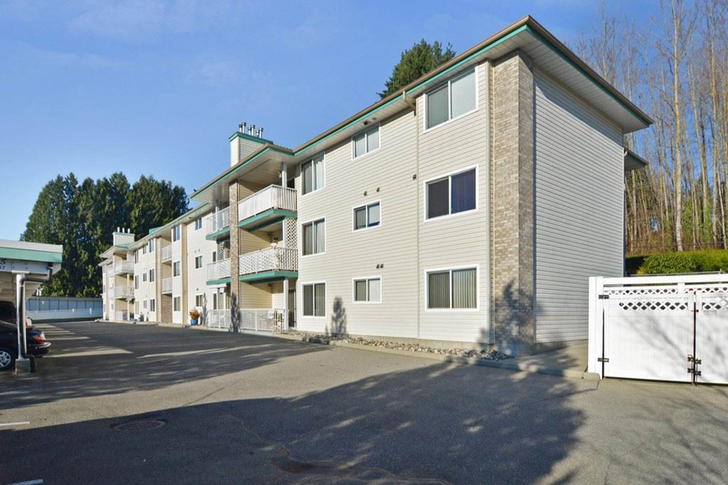 Updated condo!!! Very nice south facing 2 bed 2 bath unit with a view of Mt.Baker. Many updates which include new laminate flooring, paint, trim, counter tops, cabinet doors, all new appliances, hearth, lighting, and much much more! Conveniently located 1 block away from shopping and steps away from transit makes it easy for those who don't drive. Large storage locker as well. A must see!!!