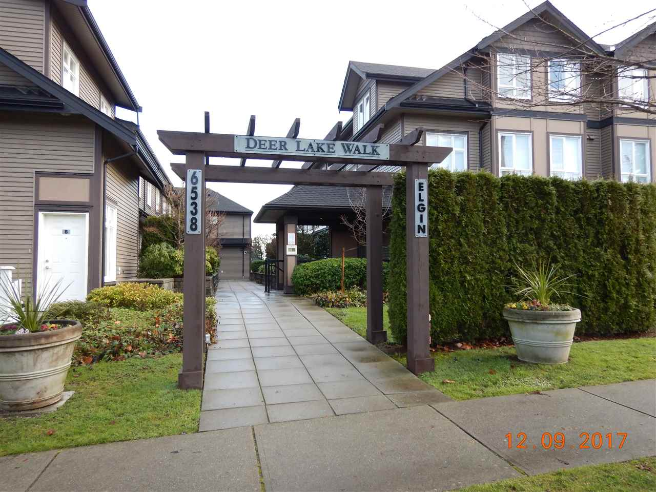 Deer Lake Walk - This deluxe 2 bedroom plus 2 den town home is designed and crafted for discriminating buyers.  It is highlighted with durable granite countertops, elegant laminate hardwood flooring, gleaming stainless steel appliances, solid maple cabinets and so much more.  Imagine living in this home which is just minutes away from a myriad of transportation options, endless shopping selections including Metrotown & Crystal Mall, recreational services, fine restaurants, great schools & lots more, 2 parking stalls #31 and #40.