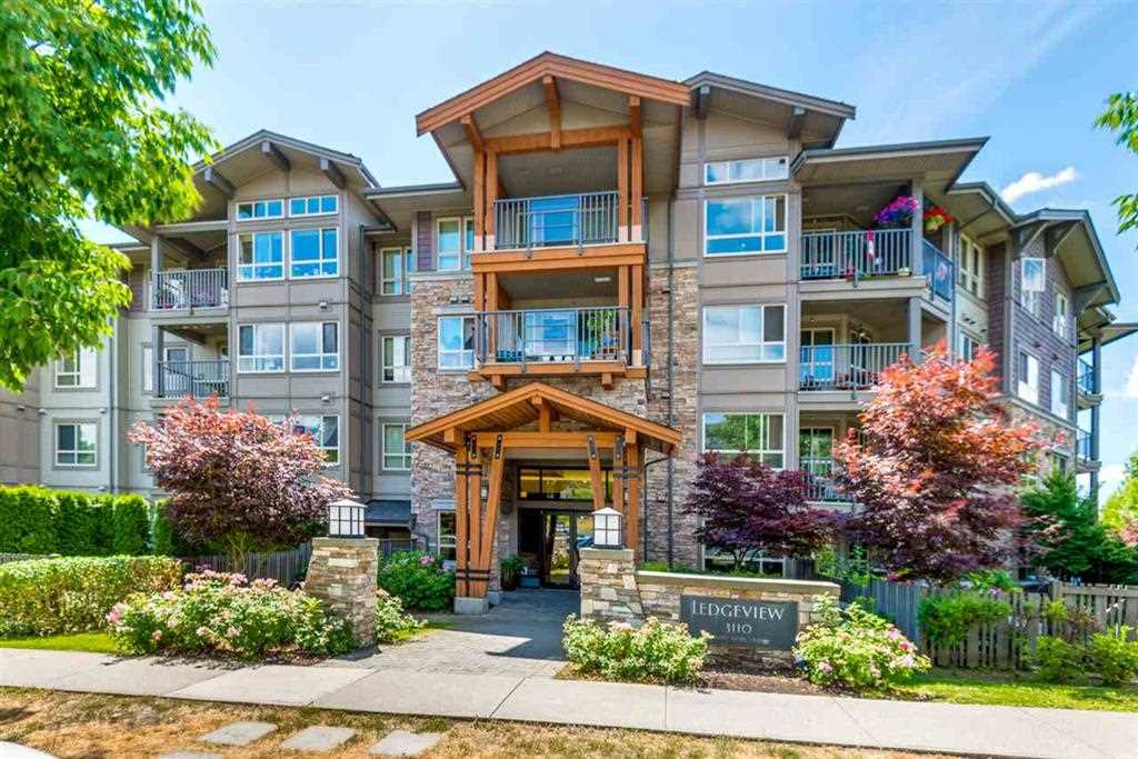 Well kept beautiful 1 bedroom unit at the popular Ledgeview building in the Dayanee Springs Complex. South facing but quiet unit with a nice view of the city park. Close to skytrain, Coquitlam Center Mall, schools and rec centres. Comes with 1 parking. Great for first time buyers. Open House on Dec 23rd Saturday at 2:00 - 4:00pm.