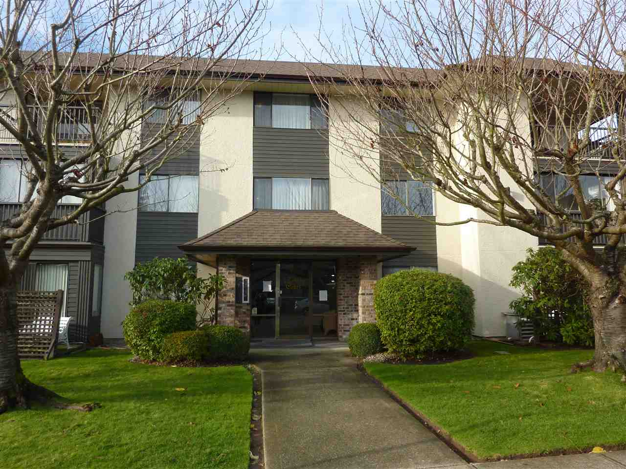 Bright & Sunny southeast facing corner Unit! At 1120sf, this large 2bd/2bath unit is perfect for the downsizer. Updates include new kitchen, appliances, paint, blinds, closet doors & lighting throughout. Large living spaces for entertaining and the dining room has plenty of room for your table and hutch. You are welcomed into a spacious foyer and the solarium opens up for extra sitting space, a great place to have a good read. The bedrooms are at opposite ends of the unit. Storage locker off solarium (not included in sq ft) plus more storage in bsmt along with a shared workshop for the hobbyist. Steps to shopping, beach, hospital. 55+ no pets.  Open House  Jan 20 1-3pm