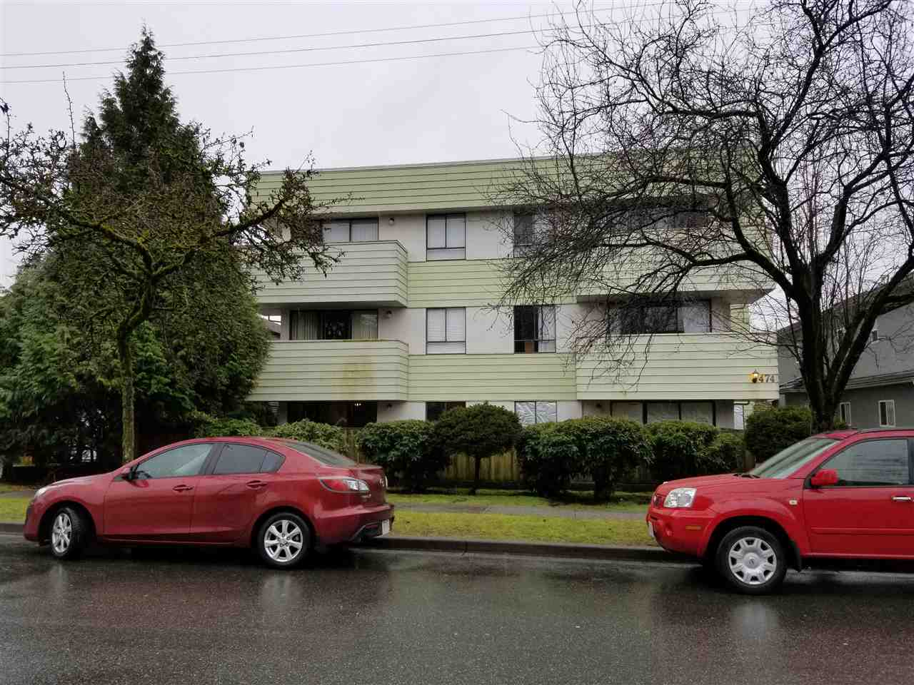 Well maintained 1 bedroom condo located 1 block from Fraser St and 1 block from 41st ave. Walking distance from shops, restaurants, banks, schools and bus stops.  Dont miss.