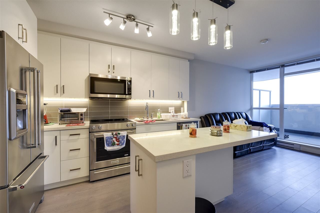 Delta's only high-rise with one-of-a-kind unobstructed views. Efficient floorplan with a generous, covered balcony extending your living space. Featuring a kitchen with top-of-the-line stainless Kitchen-Aid appliances, quartz counters, LED under counter lighting and loads of storage. Floor-to-ceiling windows display remarkable Southern views from this 6th Floor! Over 1/2 Acre of amenity space featuring Putting Green, Outdoor Fitness Centre, BBQ, Fire Pit, Playground, Community Gardens, and so much more!! Centrally located just steps away from shopping, restaurants and transportation.