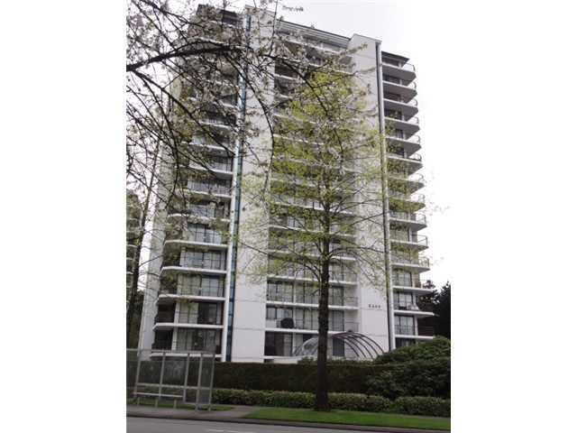 Spacious & immaculate 1 bedroom plus a huge balcony. Very central location. Walking distance to Metrotown, Central Park, Library & Skytrain. In-suite laundry. Rental allowed. A must see! Open House: Sun May 27th @ 1PM-3PM.