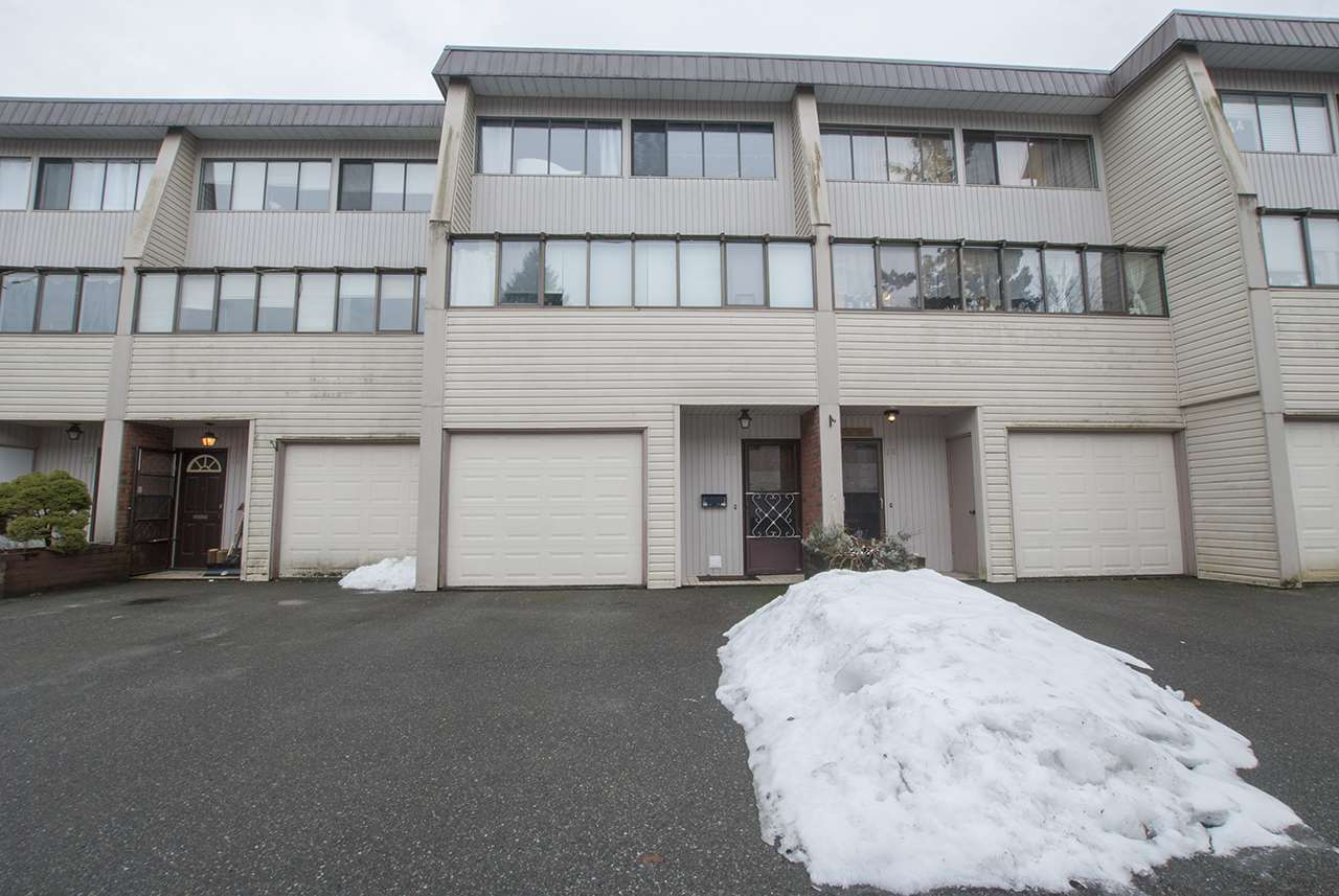 Welcome to Delong Gardens! This townhouse is located close to CSS, shopping, and restaurants. 3 storey with an unique split level layout. Walk into your good sized living room, big enough for friends and family. Continue upstairs where you will find a dining room and kitchen with new dishwasher and all the room you need for that gourmet dinner. 2 great sized bedrooms upstairs both with an en-suite. Single garage with  lots of storage. Pets welcome, new washer and dryer and no age restrictions. Get this one while it lasts! Great for a first time buyer!