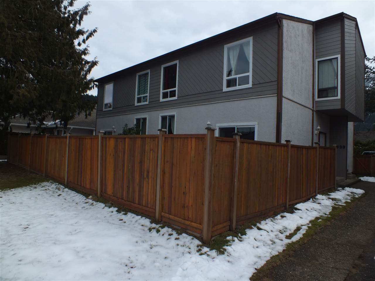 Don't miss out on this 3 bdrm, 1 1/2 baths townhome.  This well cared for corner unit is considered on the sunny side of town and a short walk to downtown, shopping, schools and recreational centre.