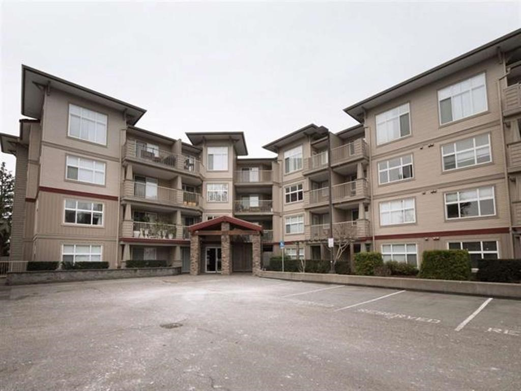 This 2 Bedroom 2 Bathroom ground level corner unit conveniently located near Abbotsford downtown, Recreation center, and Schools. Rentals allowed, pets allowed with some restrictions, and 2 parking stalls.