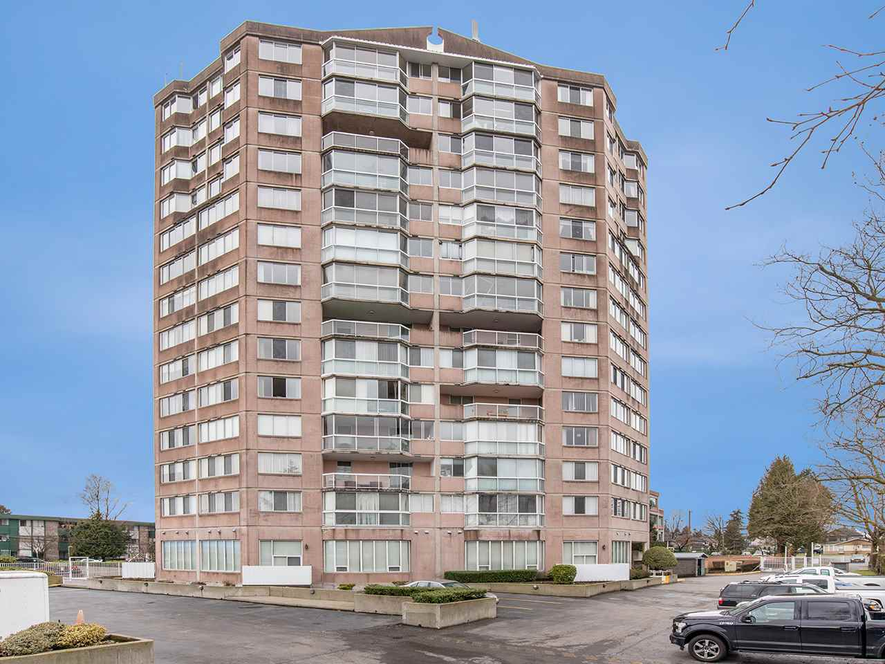 Sought after gated Kennedy Towers!! This is a very well run and safe strata with updates done to the plumbing, roof, elevators etc and has a strong contingency fund. The building offers an on site caretaker, large meeting room, workshop with a great selection of tools, exercise room and is a friendly welcoming community. This spacious and bright ground floor one bedroom unit was newly constructed in 2000 where the credit union used to be. At 900 sq ft this home is HUGE compared to most of the one bedrooms on the market today.