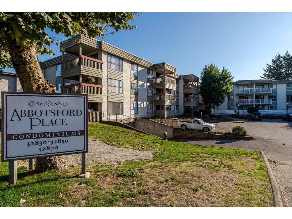 920 Sq. Ft. 2 Bedroom 1 bathroom unit on the first floor at Abbotsford Place. Located in Central Abbotsford near all amenities including Sevenoaks Mall. Great for first time home buyers or investors! Rentals Allowed! Ground Floor unit.