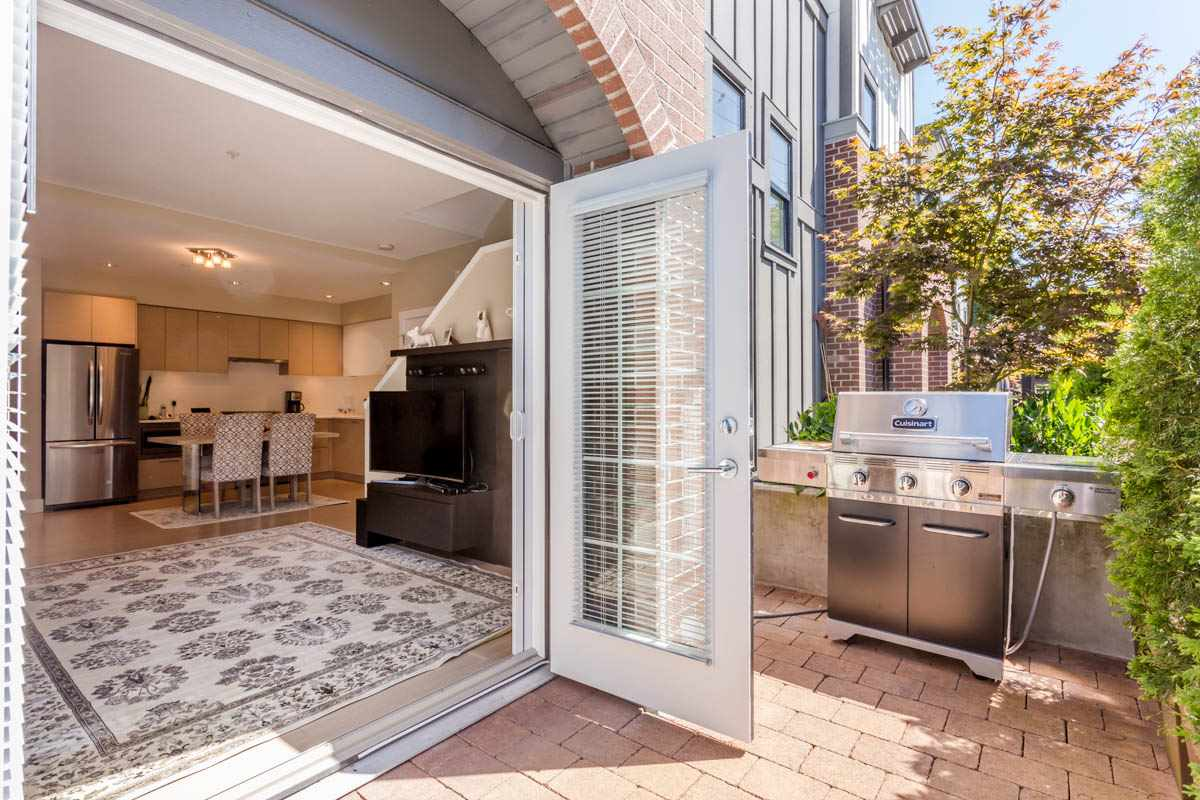 Gorgeous, almost brand new townhouse 2-5-10 warranty still in place offering 3 bedrooms and 3 bathrooms in popular North Vancouver's Parkgate Village. Build green healthy efficient technology by certified builder Texor Homes. Open plan 9' ceilings, SS apples, including gas range. Unique Mitsubishi heat pump ft A/C & heating for year round indoor comfort & clean filtered air. Gas hook up on private gated patio. 2 parking stalls+extra storage in underground parking. Experience this neighborhood, Deep Cove, Mt. Seymour hiking, Parkgate shopping village, private schools & Northlands Golf