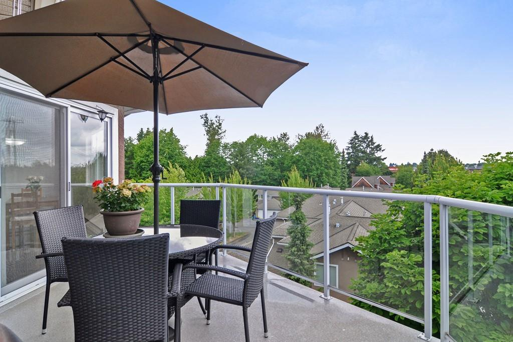 Rarely available NICHOLSON GREEN, Sunshine Hills in N. Delta. Unique Top floor corner unit, Vaulted ceilings, open design, with mountain view, & PETS allowed. Spacious bright rooms accommodates house size furniture including full dining rm suite & hatch. Master bedrm BIG for a King, huge W/I closet, 5 pce ensuite with separate shower. Walk in Laundry rm with high end washer/dryer. This 2 Bed + large DEN has French doors to use as a Family rm or guest 3rd Bedrm, comes with 2 full baths, 2 parkings & locker. Full size kitchen recently RENOVATED with eating area, opens to 206 sqft. 2nd deck. Walk to all shops, transit & both levels Schools: Cougar Canyon Elem & Seaquam Sec. (IB program). Make this Home YOURS!!