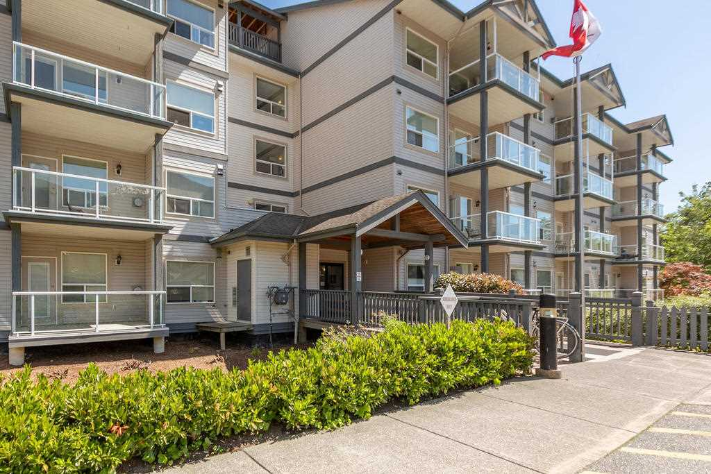 Adult living for 55+ yrs at Eagle Grove downtown Squamish. Original owner and immaculately kept one bedroom plus den.  Lots of natural light and gas fireplace.  East facing with unobstructed views of the Chief. Building features include a rooftop deck, library, and common room with kitchen. Within easy walking distance to shopping, restaurants, public transportation and trails.