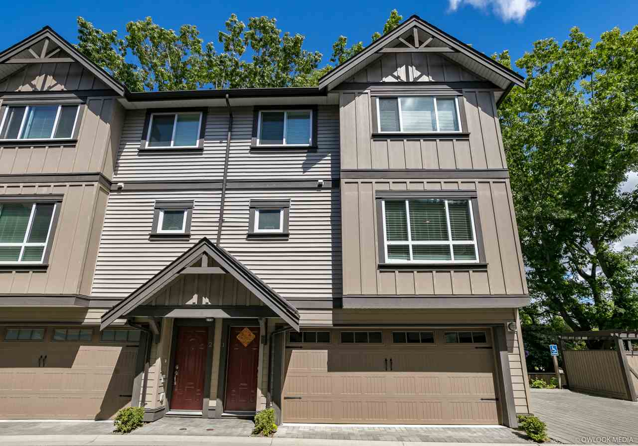 Park view Beautiful townhouse built by Sian Dev & Cont Ltd. 3 level with 3 bdrms & 2.5 bathrooms, 2 car double garage, convenient and desirable location. Close to schools, community centre, bus stop, Ironwood Mall. this beautiful home features include: spacious living room with overlook the green field .stainless appliances package, complete DCS Security System, R-I vacuum, granite counter tops, elegant light fittings, expensive crown moulding and baseboard, laminate flooring, open floor plan. Open House, july 22 2-4PM
