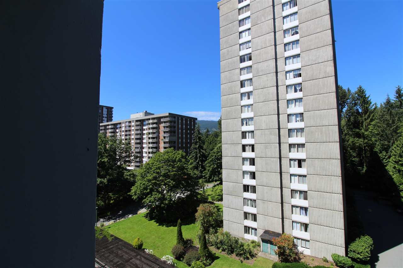 Sought after North West 2 large bed 1 bath corner suite in Woodcroft's popular Whytecliff building. Amenities include indoor pool, exercise room. Close to trails and Park Royal shopping. Great afternoon sun from west garden view. Recently renovated. Great floor plan. Open House Saturday 2-4pm.
