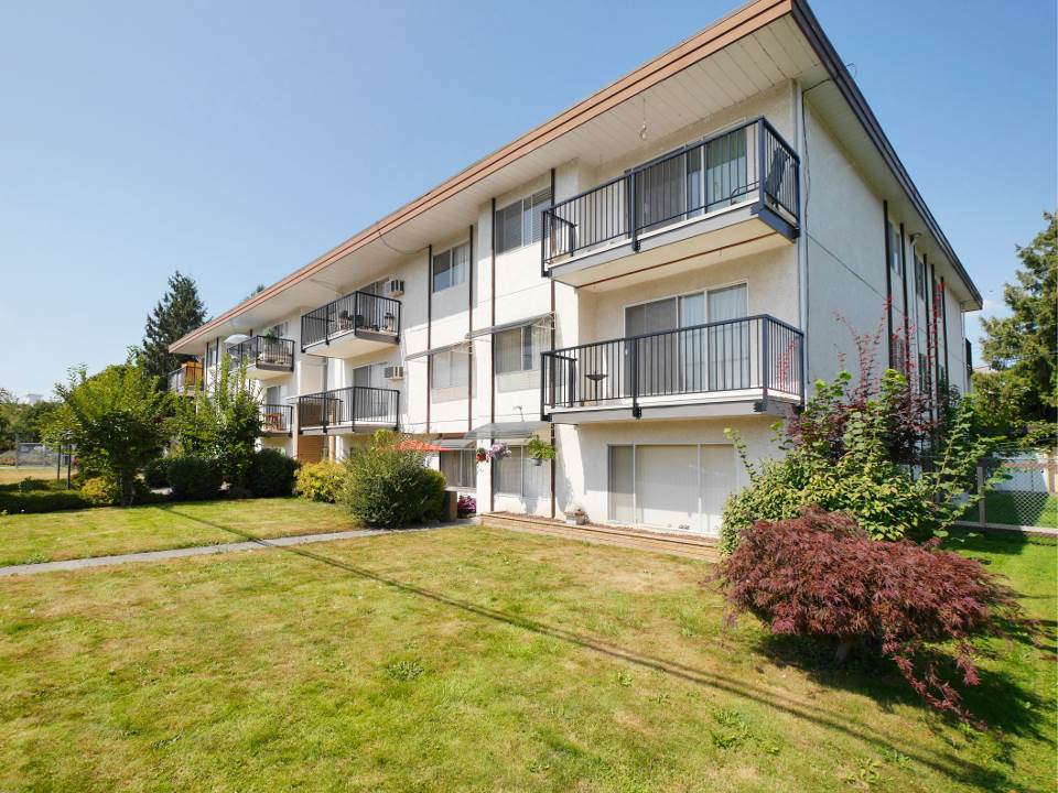 Gore Manor is a gem in old town Chilliwack. All the best for independent and inexpensive living. Low strata fee and low maintenance. Shared laundry next door to your unit. Short flight of stairs to your floor and no elevator expenses to worry about. Southern exposure with beautiful mountain view. Short walk to all the old town has to offer. Air conditioner mounted in its own fenestration, a new comfort height toilet and freshly painted walls