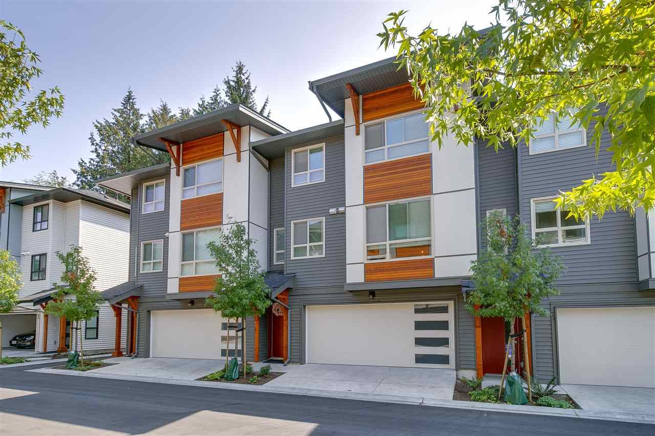 ZETTER PLACE by well known Lanstone Homes!Most desirable Townhome in Langley West  Yorkson neighbourhood. Westcoast contemporary architecture style, 3 BED, 3 BATH, features open layout, 9? ceilings, Large ENERGY STAR windows, 5-burner gas range, laminate flooring, and gourment kitchens with quartz countertops with tile backsplash and much more! Spacious private decks, and double car garage. Close to schools, shopping, and transit(Carvolth Transit Exchange). Must see! [OPEN HOUSE] AUG 18 & 19 (Sat & Sun) 2-5PM