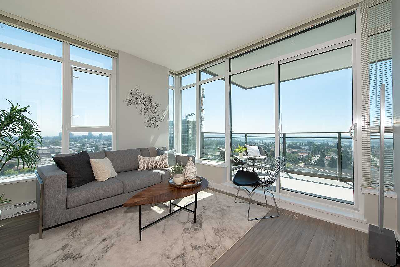 Come live at this SOUTHEAST facing corner unit at THE PARK METROTOWN. Gorgeous mountain & river views. This well kept two beds & two baths has an optimal, square layout with zero wasted space & an extra large 160 sq ft balcony. Italian inspired kitchen with quartz countertops, gas range & SS appliances. Location, location, location! Only minutes away from Oak Royal Skytrain Station, Metrotown Centre, Bonsor Park & Community Centre. Amenities include exercise room, meeting room, 2 European inspired indoor hot tubs, a sauna plus an amazing 360 degree view rooftop lounge with juice bar. Don't miss this outstanding, stylish home. 1 parking & 2 side by side storage lockers included. Open house: Aug 18/19, Sat/Sun 2-4pm.