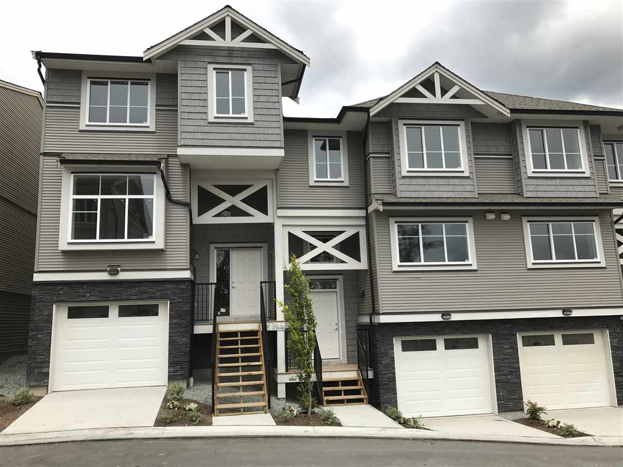 """""""Cottonwood Ridge"""" Deluxe townhomes. Features 3 bedrooms, 3 bathrooms, Maple kitchen with quartz counters, B/I microwave over the range, stainless steel appliances, and washer & dryer, gas fireplace, gas furnace, fire protections,  sprinkler system, double tandem garage & 10 year warranty"""