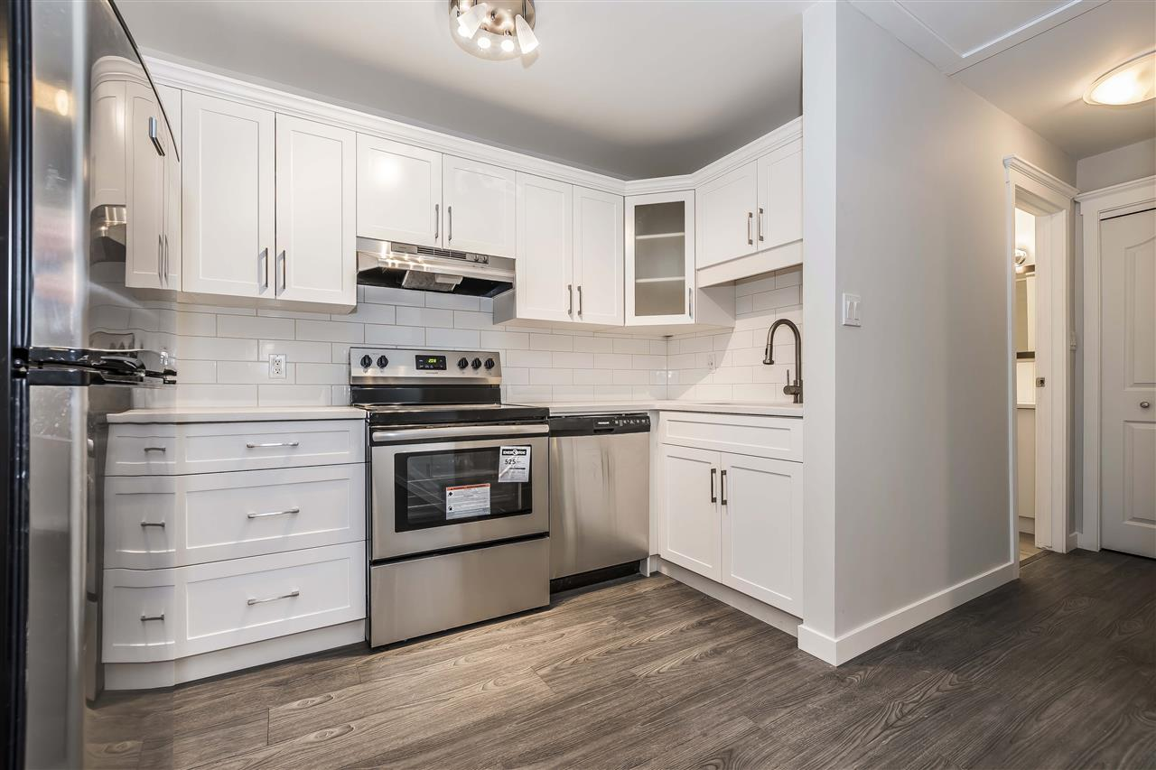 If you like everything brand new inside then this is the unit for you! Completely updated with new kitchen, stainless appliances, laminate flooring and paint. Located at the lake in Harrison! Walk across the road to the beach or walk downtown for shopping or restaurants! See this great little 1 bedroom unit today!