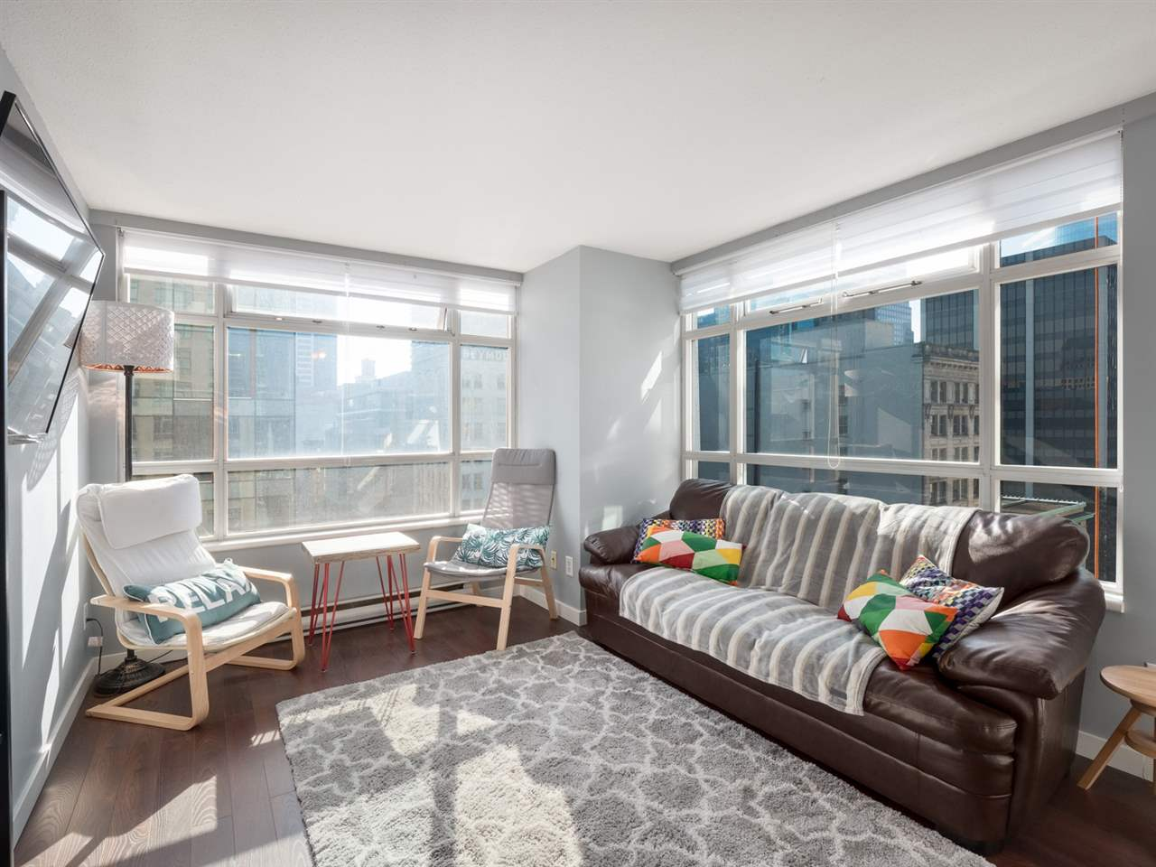 First time buyer or investor alert! This 1 bed + den/solarium corner unit is in the heart of Downtown! Walk into a light-filled condo offering a functional floorplan and fantastic city views of Downtown Vancouver. Incredibly convenient location with just steps away to waterfront station, Pacific Centre, financial district and Gastown. BCIT, SFU and other private colleges are in close proximity along with restaurants and shopping galore - you can't be any more central for the city dweller! Amenities include 24hr concierge, an indoor pool, sauna, gym and bike room. 1 parking, 1 storage included and rentals are allowed!OPEN HOUSE,SAT & SUN, JAN 26 & 27, 2-4PM