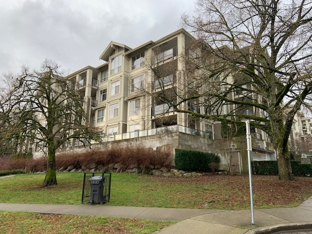Wow excellent 1,093 sqft 2 beds +Den, 2 baths condo with (2) parking, in suite laundry offers modern concept living with popular features and conveniences neighbour hood in New West. All rooms are spacious and the bedroom features a walk in closet. Modern finishes throughout include stainless steel, granite, laminate and tile flooring, 9' high ceilings. Wonderful gym, huge party room with kitchen & billards table, theatre meeting room & library, study room. Special neighbourhood set parks & trails, quick access to everywhere & skytrain, rentals allowed. Bring an offer!