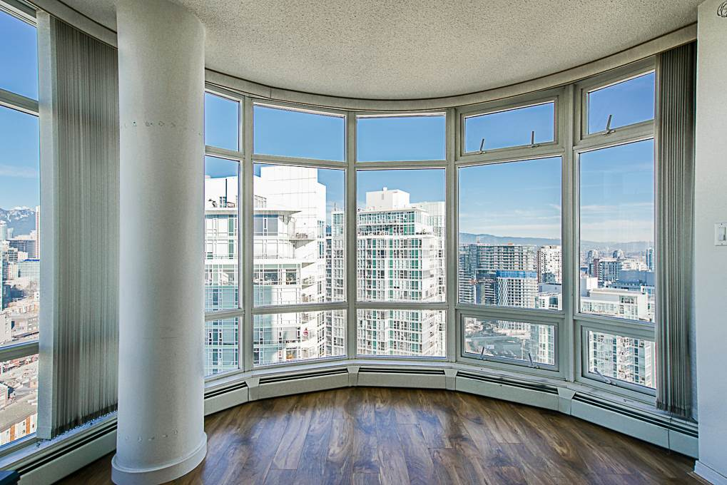 STUNNING WATER & MOUNTAIN VIEWS : Aquarius by Concord Pacific, one of the most well known buildings in the heart of Yaletown?s waterfront community is now offering this 1 bdrm+den home feat bright, SE facing city/water & mountain exposures w/ floor to ceiling windows, gas fireplace, open air kitchen, granite counters, gas range & in-suite storage. Ripe for a modern renovation these panoramic views of False Creek & the north shore mountains make this property a must see ? VIEWS FROM EVERY ROOM. Amenities include clubhouse & BBQ, outdoor pond & garden, indoor pool, hot tub, steam room, sauna, theatre rm, gym & 24hr concierge. Steps to Urban Fare Market, Starbucks, waterfront eateries, David Lam Park & a 5 min walk to Roundhouse Skytrain Station. 1 Parking. Open House: Sat/Sun Feb. 23/24, 2-4